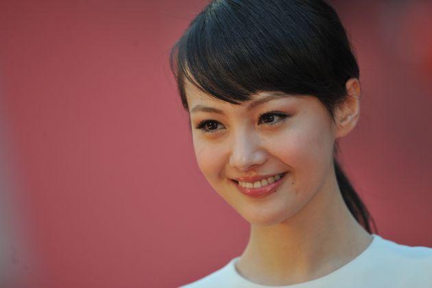 Γνωστή Κινέζα ηθοποιός εγκατέλειψε στις ΗΠΑ τα παιδιά της που γεννήθηκαν από