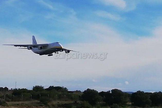 Βίντεο: Το θηριώδες Antonov-124 στο αεροδρόμιο των