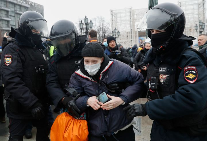Russian Police Detain Hundreds At Rallies In Support Of Kremlin Critic Navalny