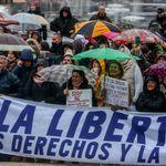 Negacionistas se manifiestan en Madrid sin mascarillas y con pancartas con faltas de