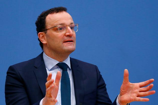 Le ministre allemand de la Santé Jens Spahn prend la parole lors d'une conférence de presse,...