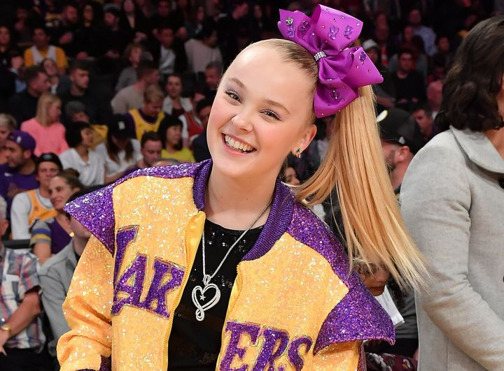 JoJo Siwa at a Los Angeles Lakers Game in February 2020.