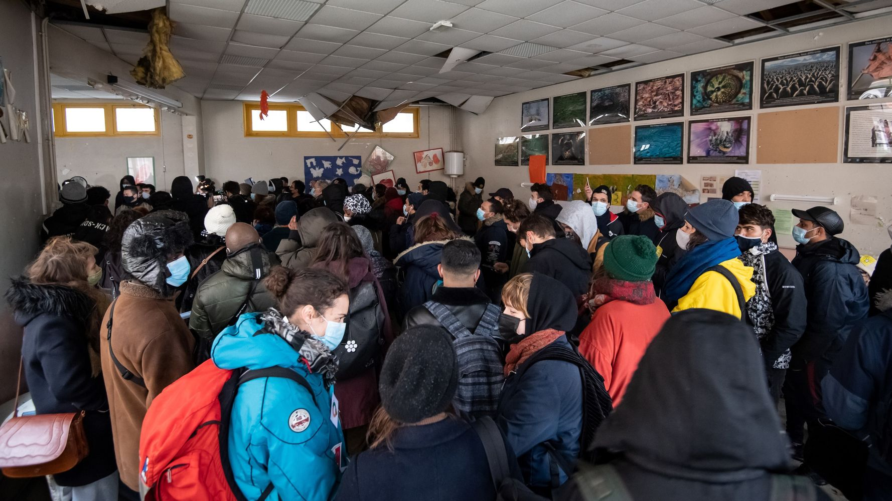 À Paris, les migrants qui occupaient une école mis à l'abri dans des gymnases