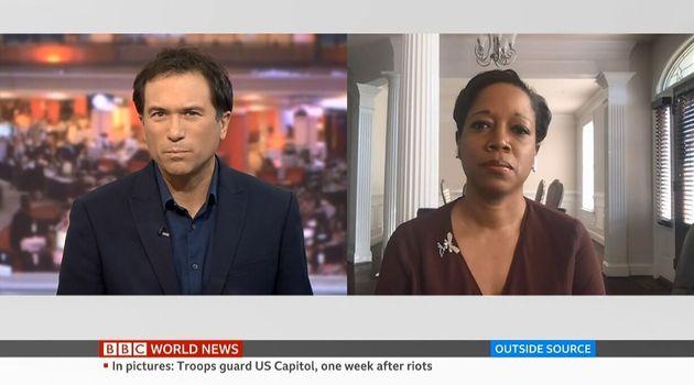 BBCで「50:50プロジェクト」を始めたロス・アトキンスさん(左)。ニュース番組「アウトサイド・ソース」の司会者を務める。