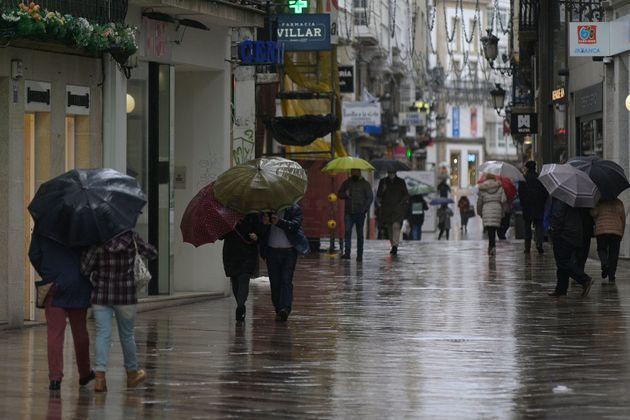 La gente pasea por Coruña durante el