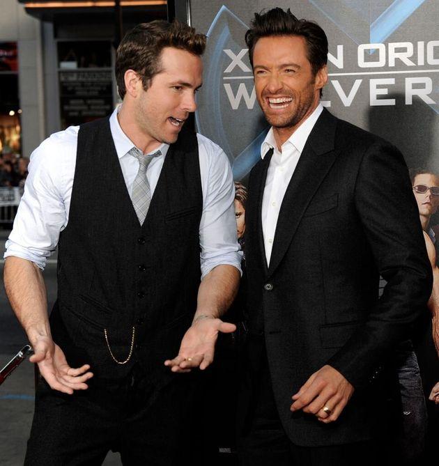 Ryan Reynolds,à gauche et Hugh Jackman arrivant à la première de