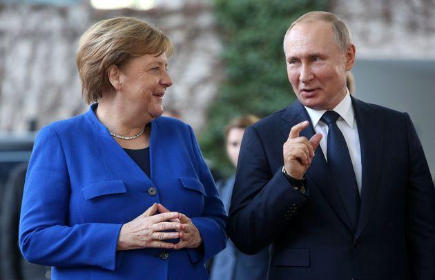 Per Navalny Merkel e l'Ue non rompono con Putin, servono vaccino e