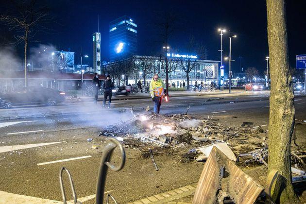 Ολλανδία: Νέα επεισόδια κατά της απαγόρευσης κυκλοφορίας λόγω