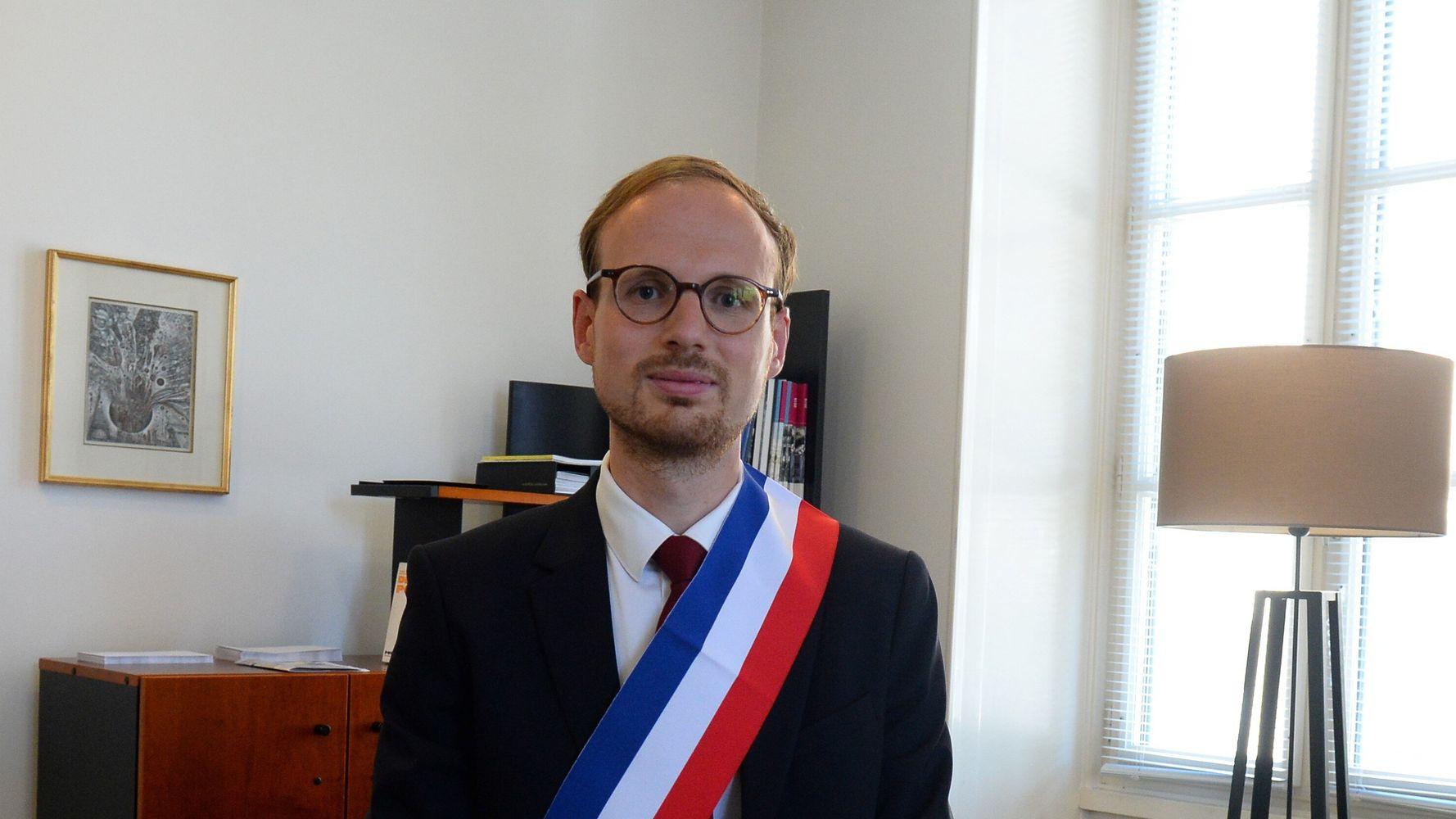 Florian Bercault, maire de Laval, se retire pour son congé paternité