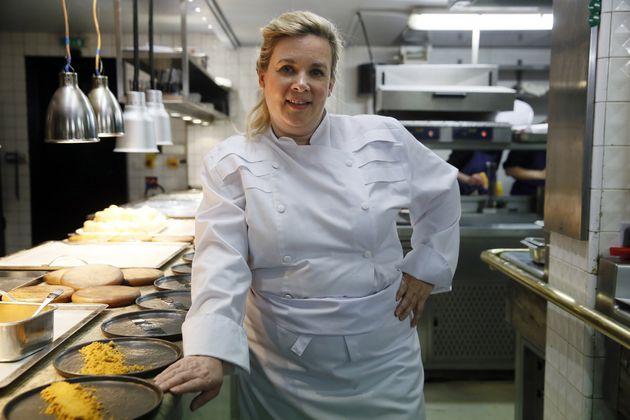 La cheffe Hélène Darroze vient d'être triplement étoilée au Michelin...