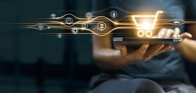 Report Ambrosetti, l'e-commerce traina