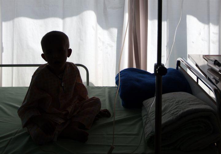 La détection d'une maladie héréditaire chez un enfant déjà atteint d'un cancer pourrait permettre aux médecins d'adapter le traitement qu'il reçoit. (photo d'archives)
