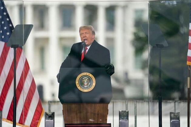 Trump incitando a sus seguidores a marchar al Capitolio para impedir la certificación de la victoria...