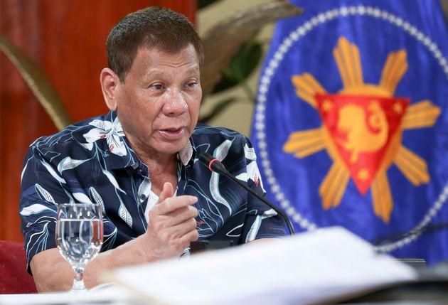 Face aux risques des variants du coronavirus, le président Rodrigo Duterte a reconduit l'interdiction...
