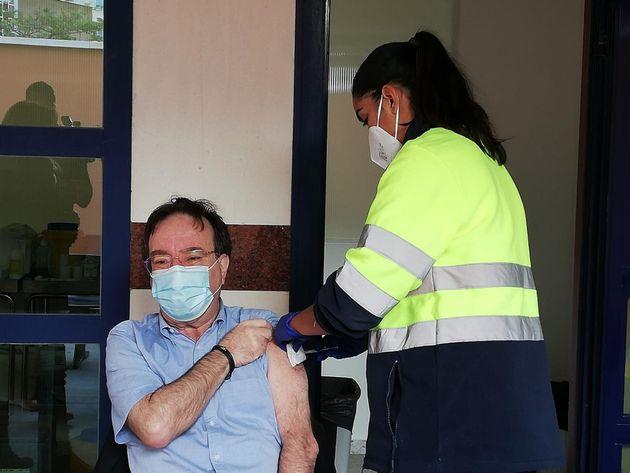 Vacunación contra la Covid-19 del presidente de la Asociación Española de Vacunología, Amós