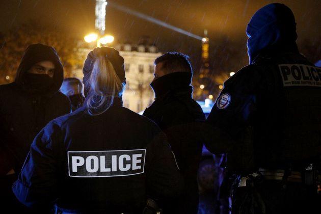 Pour la première fois, l'État est attaqué en justice pour les contrôles au...