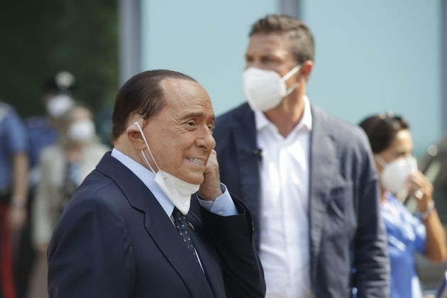Ruby Ter, Berlusconi assente presenta certificato: