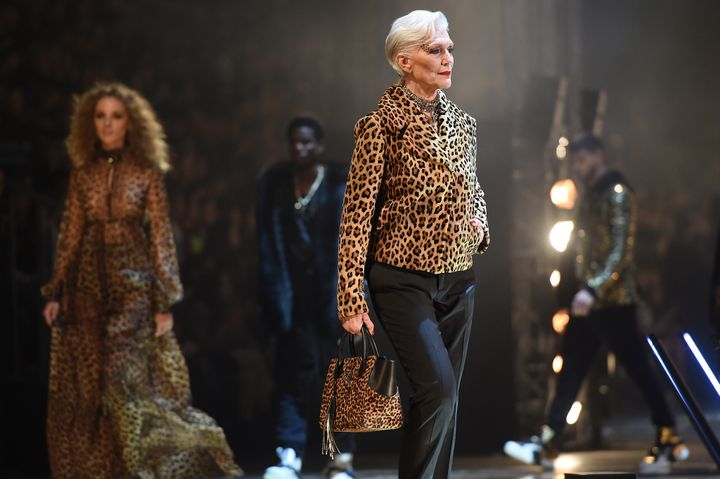 Η Μέι Μασκ στην επίδειξη μόδας Philipp Plein στην εβδομάδα μόδας του Μιλάνου για την Ανοιξη / Καλοκαίρι 2020-2021
