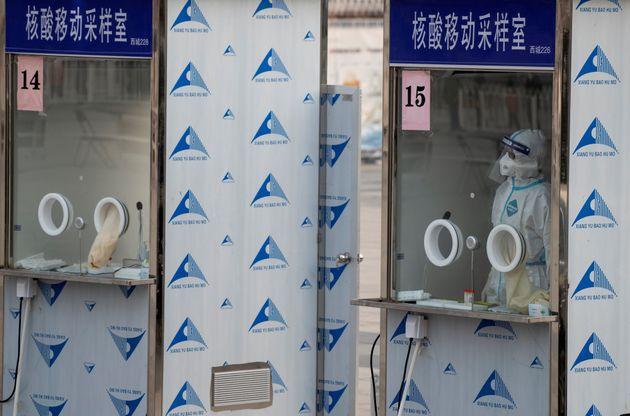 Un centre de dépistage à Pékin, le 23 janvier 2021. Les autorités ont prévu de tester 2 millions de personnes...
