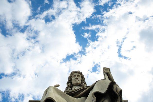 La statue de Jean-Baptiste Colbert, devant l'Assemblée nationale, Paris,
