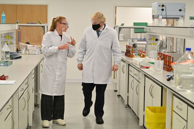 El primer ministro de Reino Unido, Boris Johnson, visita la