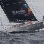 Herrmann heurte un bateau de pêche et perd son avance au Vendée