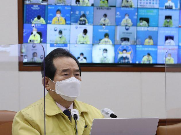 정세균 국무총리가 28일 오전 서울 종로구 정부서울청사에서 열린 코로나19 중앙재난안전대책본부(중대본) 회의에서 모두 발언을 하고