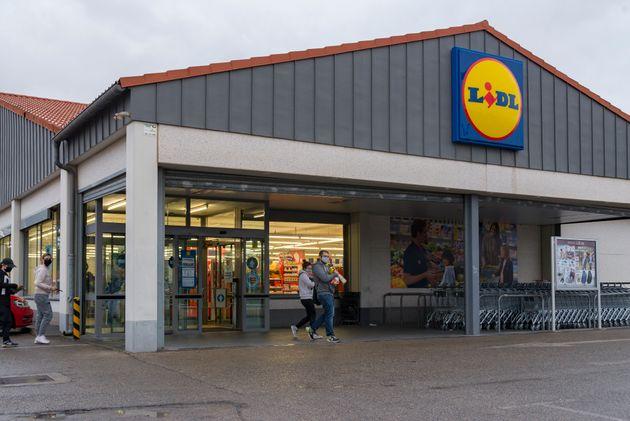 Un supermercado de Lidl en el centro comercial El Osito, en Eliana