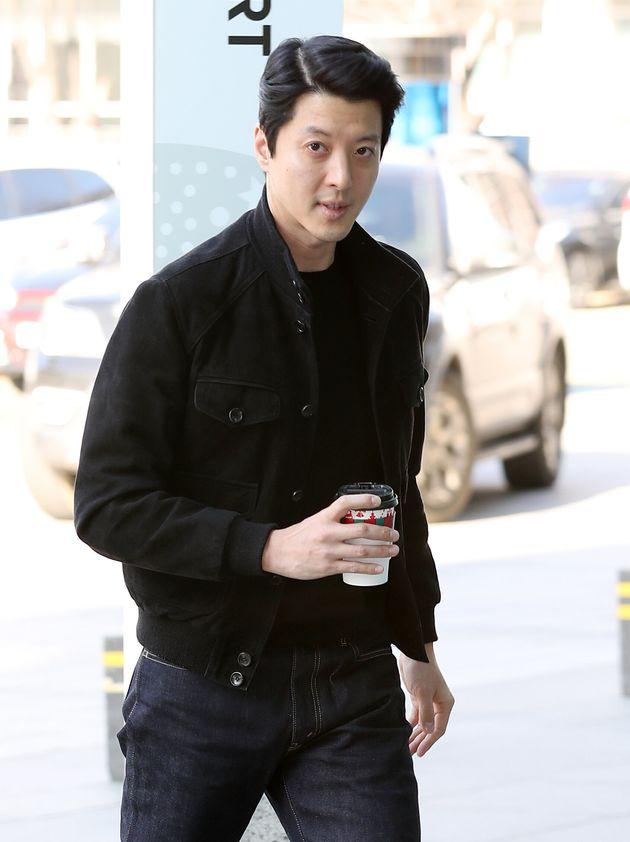 배우 이동건이 2019년 12월 27일 오후 서울 양천구 목동 SBS에서 열린 SBS 파워FM '최화정의 파워타임' 라디오 방송에 참석하고