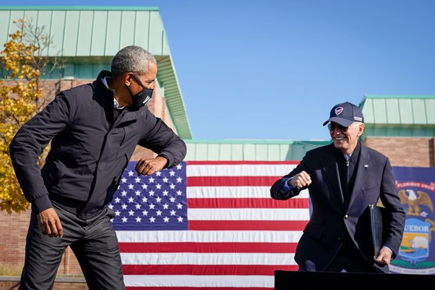 El expresidente Barack Obama y el presidente Joe Biden el 31 de octubre de 2020 en Flint,