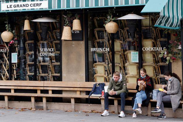 Un restaurant fermé aux Halles à Paris pendant le deuxième confinement, le 2 novembre...
