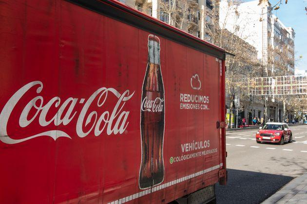 Coca-Cola presenta un ERE para 360 empleados en España, el 10% de la