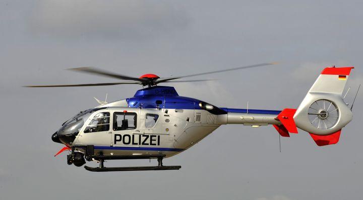 Ein Hubschrauber Eurocopter EC 135 T2 der Hubschrauberstaffel der saechsischen Polizei startet am Feitag, 25. September 2009,