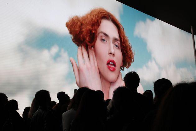 Images de la chanteuse SOPHIE lors du défilé femmes printemps-été de Louis...