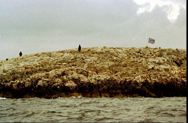 30 Ιανουαρίου 1996 Δύο Έλληνες στρατιώτες στα Ίμια