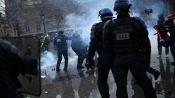 Sécurité globale: un commissaire filmé frappant un manifestant, enquête administrative