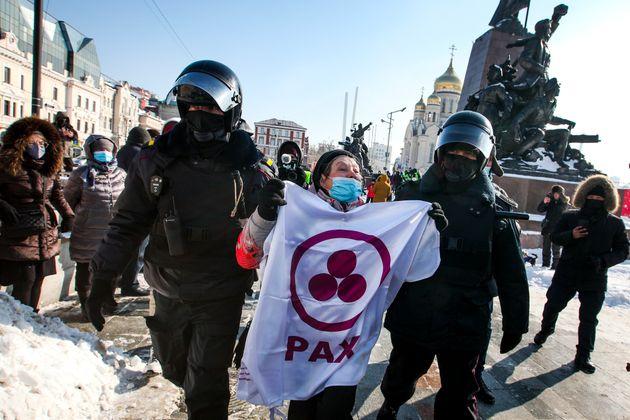 Ce dimanche 31 janvier, au moins 500 personnes ont été arrêtées en Russie dans le cadre de manifestation...