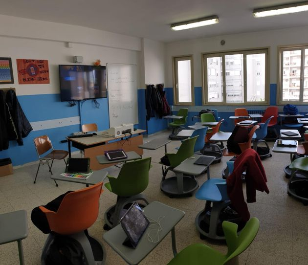 I banchi singoli dotati di sedia ergonomica, scrittoio e rotelle, adottati all'Iis Majorana di Brindisi...