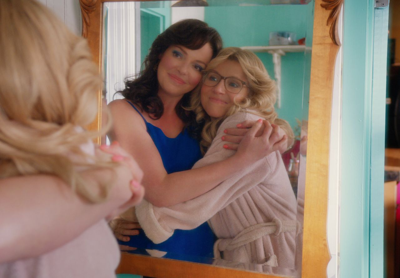 """Katherine Heigl as Tully and Sarah Chalke as Kate in Netflix's """"Firefly Lane."""""""