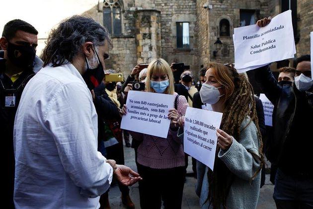 Jordi Cuixart atiende a los rastreadores de Covid-19 que protestan por su situación