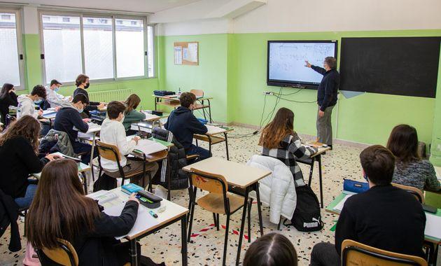 Dopo circa tre mesi, stamani, in Basilicata, zona gialla dallo scorso 11 gennaio, gli studenti delle...