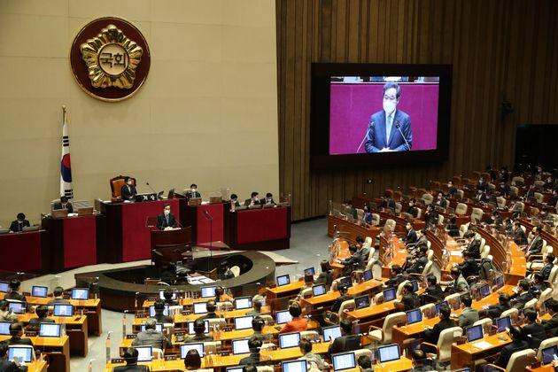 이낙연 더불어민주당 대표가 2일 오전 서울 여의도 국회 본회의장에서 열린 제384회 국회(임시회) 제2차 본회의에서 교섭단체 대표연설을 하고