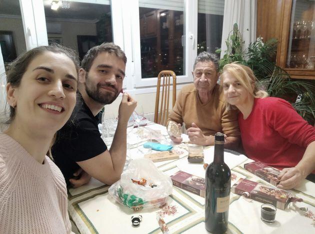 La familia de Santos González, en una celebración de Navidad de