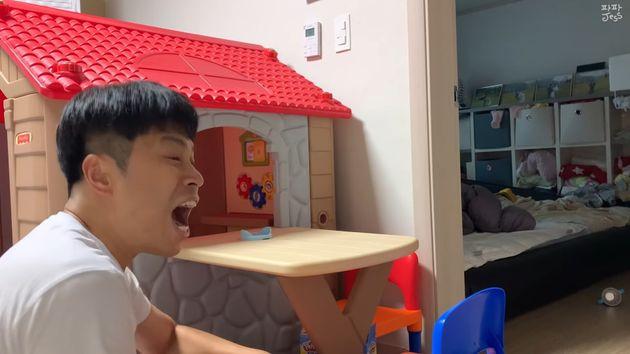유튜브 '파파제스'는 24개월 아이에게 윽박을