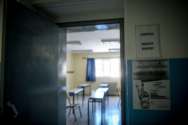 Καθηγήτρια κατηγορείται για αποπλάνηση 13χρονου μαθητή της σε σχολείο της