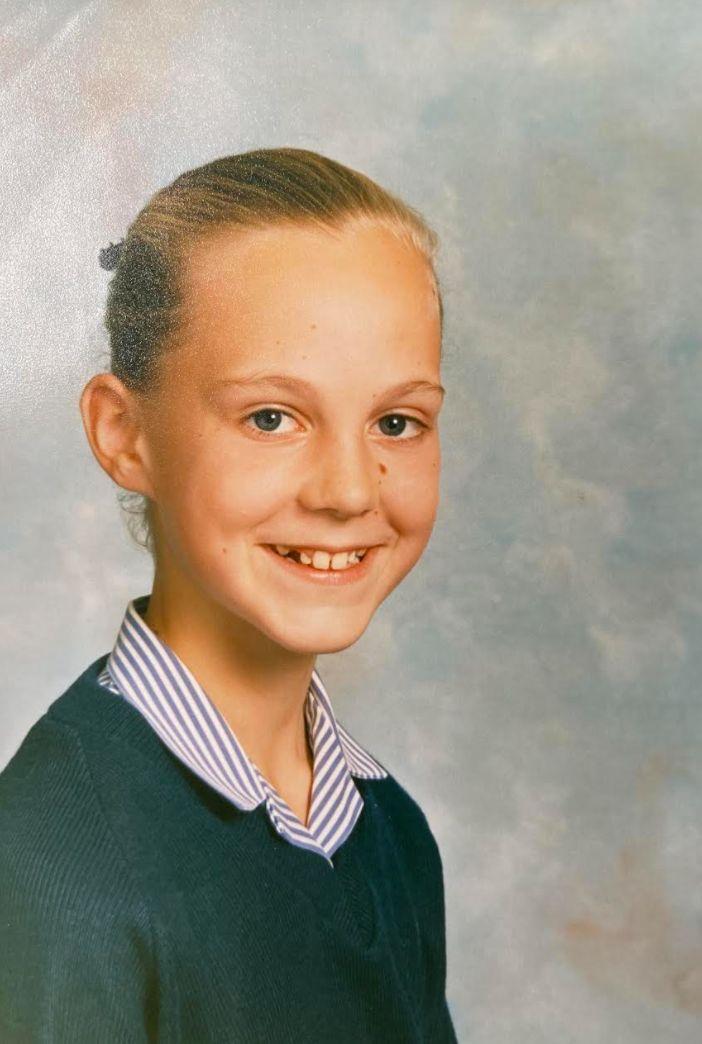 L'autrice, en 1988 à 11 ans, sur une photo d'école. «Je m'attendais à ce que le monde se termine dans cinq ans au maximum», dit-elle.