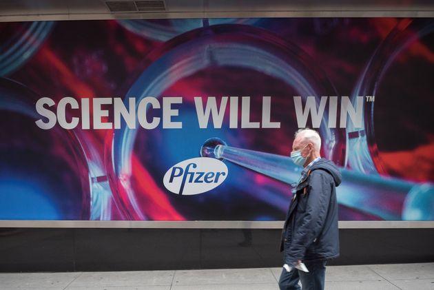 Εσοδα 15 δισ. δολαρίων αναμένει η Pfizer το 2021 από το εμβόλιο για την