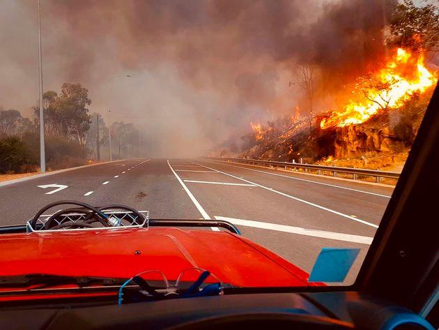 Lockdown και πυρκαγιές στην Αυστραλία: 71 σπίτια καταστράφηκαν κοντά στην