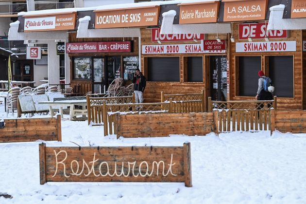 Des magasins de ski fermés dans la station de Villard-de-Lans près de Grenbole le 5 janvier 2021 (Photo...