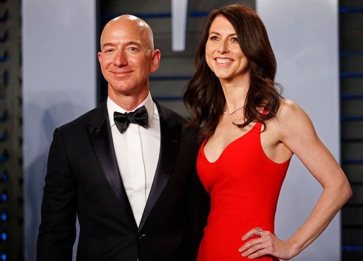 Jeff Bezos yMacKenzie Scott en la fiesta de los Oscar de 'Vanity Fair' en 2018.